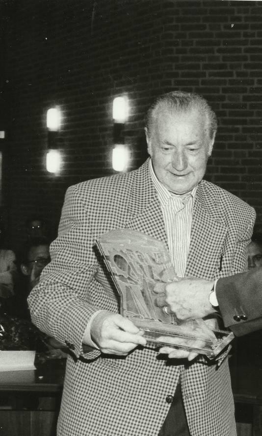 Klaas Zwaan bij de uitreiking van de Cultuurprijs in 1995.