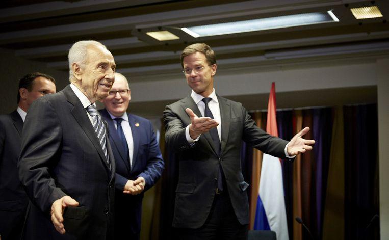 Premier Mark Rutte gisteren tijdens zijn ontmoeting met de Israelische president Shimon Peres. Beeld null