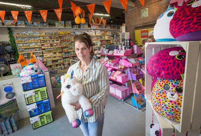 Barbara Kortsmit uit Zevenbergen nam begin dit jaar de speelgoedwinkel in Prinsenbeek over en veranderde begin deze maand de naam in Speelgoed- en Kadohuis Babsies.