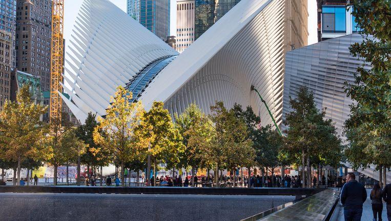 Het ontwerp van architect Santiago Calatrava moet een duif voorstellen, al zien tegenstanders er eerder een lompe dinosaurus in. Beeld © ap