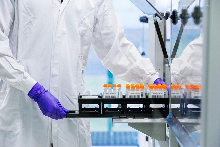 DNA-sporen en materialen bij het Nederlands Forensisch Instituut (NFI). Beeld anp