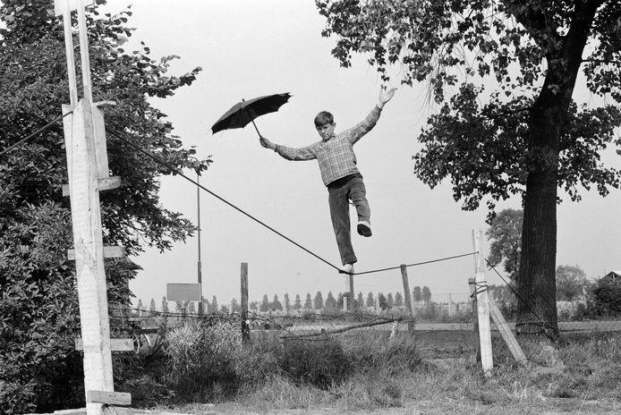Een jeugdlid van het voormalige circus Vavebo in de Schadewijk