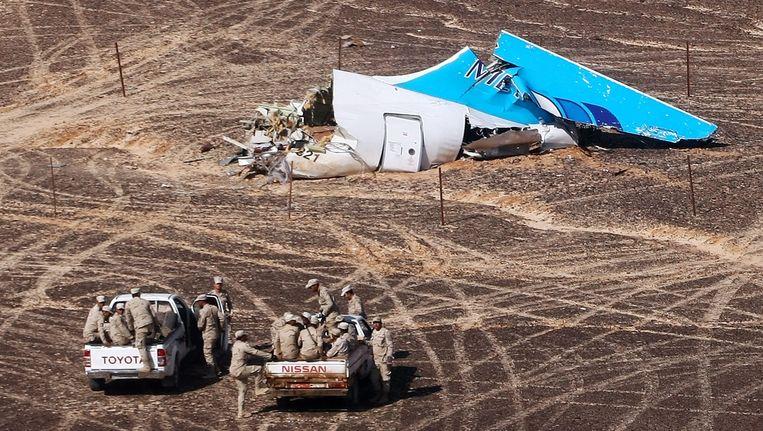 Wrakstukken van het Russische vliegtuig dat op 31 december neerstortte in de Sinaï. Beeld afp