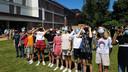 De leerlingen waren duidelijk gefascineerd door de zonsverduistering.