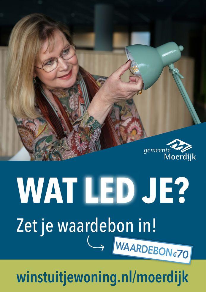 Wethouder Désirée Brummans promoot de waardeboncampagne in het kader van duurzaamheid in de gemeente Moerdijk.