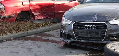Auto's zwaar beschadigd bij ongeval in Dedemsvaart