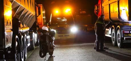 Scooterrijder klapt midden in nacht op  wagen van slapende trucker langs A50