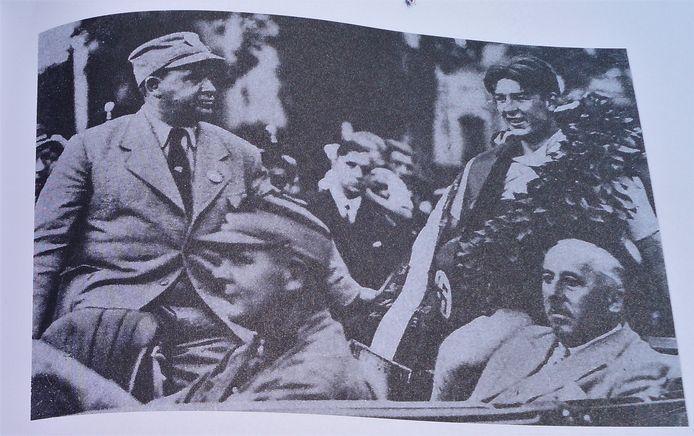 Karel Kaers werd op twintigjarige leeftijd de jongste wereldkampioen wielrennen op de weg in nazi-duitsland in 1934. Op zijn erelint (op de foto) staat een swastika.