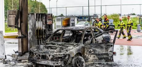 Man (37) steekt zichzelf in brand bij tankstation: 'Spijt dat ik zoiets heb kunnen doen'