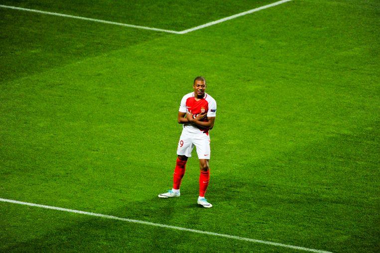 Monaco-spits Kylian Mbappé (18) kreeg vorige week een prijskaartje van 100 miljoen euro omgehangen. Beeld Photo News