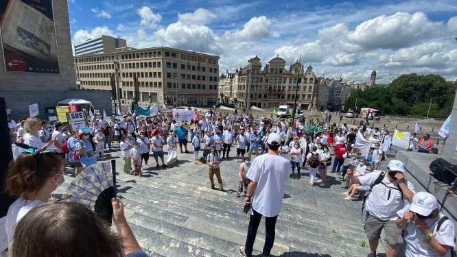 """Verpleegkundigen en zorgpersoneel verzamelen in Brussel voor een """"SOS"""""""
