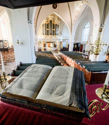 Nieuwe bijbelvertaling leidt tot verdeelde reacties in Twentse kerken: 'Mooi dat Maria weer maagd is geworden'