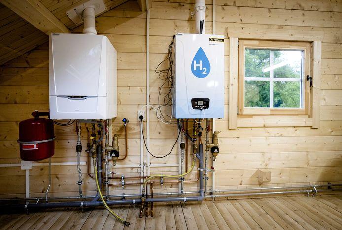 In de toekomst zijn er veel banen  in de energietransitie te verwachten, zoals ombouw naar energie in woningen naar waterstof; hier hangt een waterstofketel naast een oude CV-ketel.