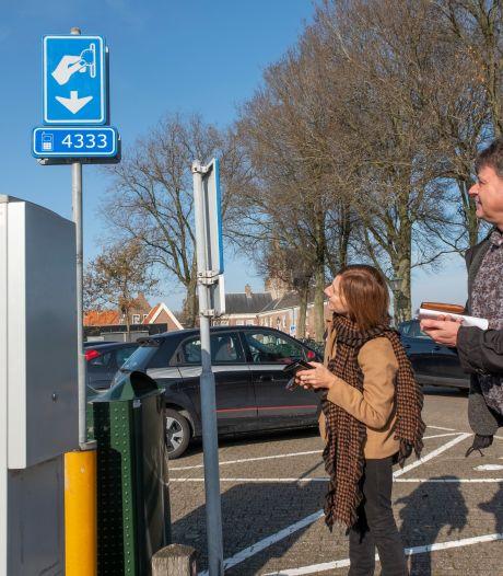 'Stel invoeren betaald parkeren uit', handtekeningen tegen parkeerplan in Veere stromen binnen