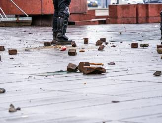 """Nederlands bouwbedrijf zoekt relschoppers en gaat viraal: """"Je mag zoveel stenen gooien als je wil"""""""