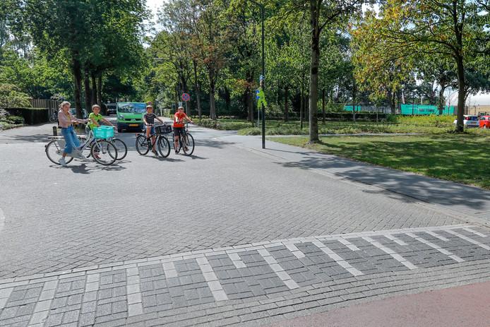 Dit najaar neemt de gemeente de eerste verkeersmaatregelen tegen sluipverkeer rond basisschool De Wilderen in Waalre.