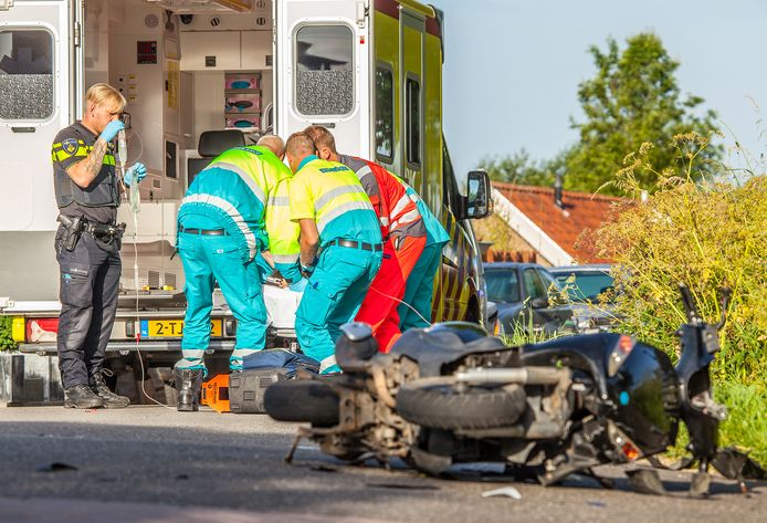 Een foto van de situatie vlak na het ongeval op de Middelsluissedijk, vijf jaar geleden.
