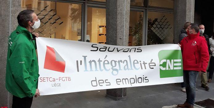 Manifestation devant les bureaux d'Intégrale, à Liège, le 19 octobre 2020.