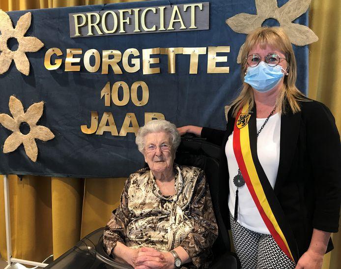 Georgette Van Paemel kreeg felicitaties van burgemeester Annick Vermeulen.