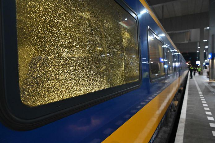 Ruiten kapot van de trein, mogelijk zijn ze beschoten.
