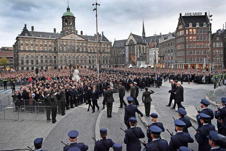 Nationale Dodenherdenking op de Dam in Amsterdam. Koning Willem Alexander en Koningin Maxima verlaten de Dam na afloop van de plechtigheid. FOTO : Guus Dubbelman / de Volkskrant Beeld