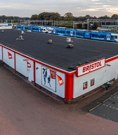 Een nieuwe Bristol in Zwolle, mét parkeerruimte op het dak? Omwonenden vrezen 'pompeus' pand