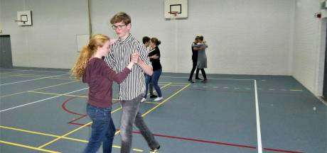 Geen silent disco maar de quickstep en rumba op Gymnasium Beekvliet