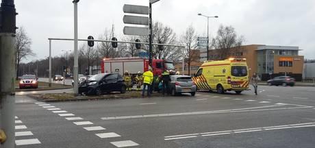 Twee mensen gewond bij aanrijding in Apeldoorn