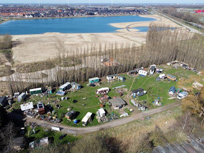 De huidige plek van de Nijmeegse Stadsnomaden in Nijmegen-Noord. Op de achtergrond nieuwbouwwijk De Grote Boel, rechtsachter ligt bioscoop Pathé.