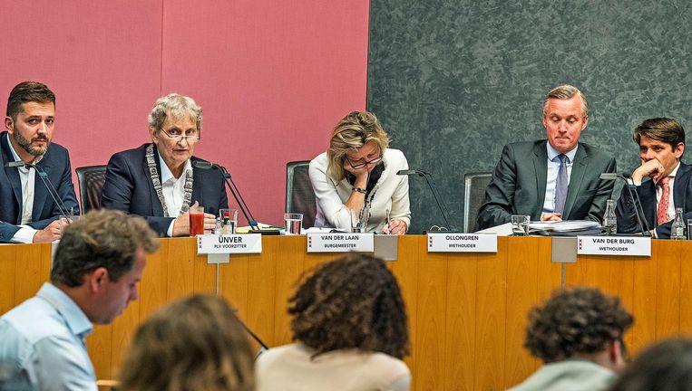 Burgemeester Eberhard van der Laan tijdens de raadsvergadering over de erfpacht in Amsterdam, woensdag. Beeld Guus Dubbelman / de Volkskrant