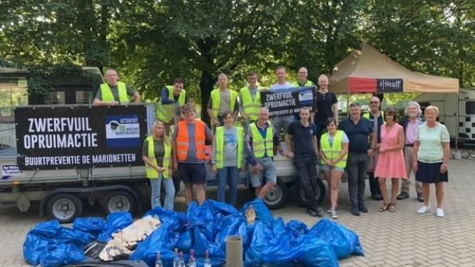 Vrijwilligers buurtpreventienetwerk ruimen 30 zakken zwerfvuil op in Marionetten