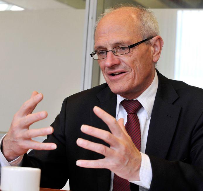 Er ligt beslag op het zakenimperium van Gerard Sanderink omdat hij weigert dwangsommen te betalen aan zijn ex Brigitte van Egten.