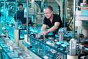 Een aantal bedrijven is minder afhankelijk geworden van China. Waaronder Philips, dat de productie van scheerapparaten heeft teruggehaald naar Drachten.