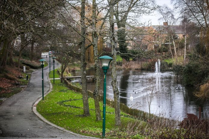 In het stadspark in Diksmuide is er, vooral in de zomer, overlast door rondhangende jongeren