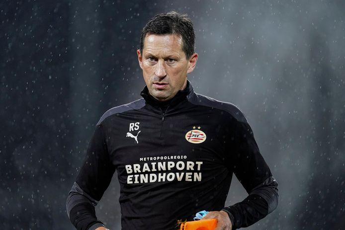 Roger Schmidt tijdens de training van PSV bij PAOK Saloniki.