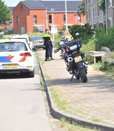 Politie vindt inbrekers bij de buren uitgekleed in bed: 'Ze deden alsof ze sliepen'