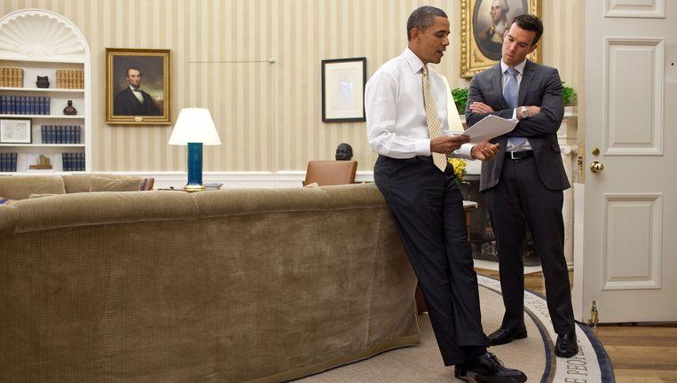 Barack Obama en Jon Favreau in het Oval Office. Acht jaar lang schreef die laatste de speeches van de president. Beeld Pete Souza