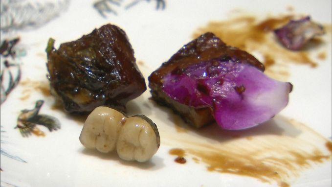 Chinese man vindt op restaurant valse tanden tussen zijn eten