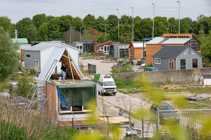 Tiny houses in aanbouw in 'Minitopia' in Den Bosch.