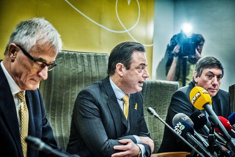 Geert Bourgeois, Bart De Wever en Jan Jambon bij de bekendmaking van de N-VA-lijsttrekkers.  Beeld Tim Dirven