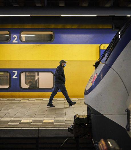 Vragen over de avondklok: kan ik 's avonds nog een trein of bus pakken?