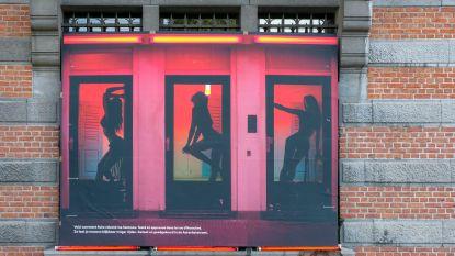 """Gemeentebestuur betreurt protestfoto's van prostituees in Schaarbeek: """"Onaanvaardbaar"""""""