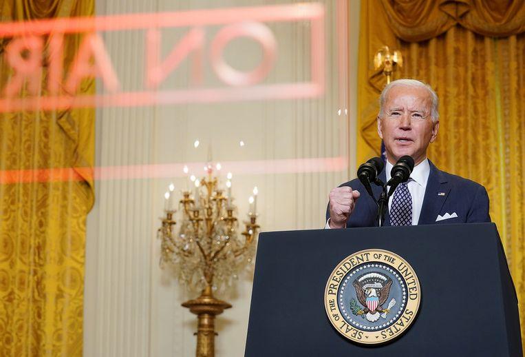 Biden spreekt vanuit het Witte Huis de virtuele veiligheidsconferentie van München toe.  Beeld Reuters