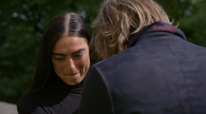 Tony neemt afscheid van Oriana in The Bachelor.