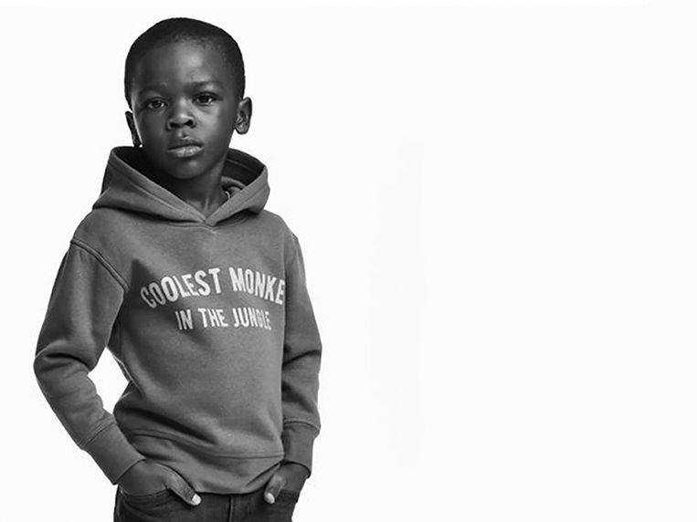 H&M stak een zwart jongetje in een hoodie met als opschrift: 'Coolest monkey in the jungle'.  Beeld rv