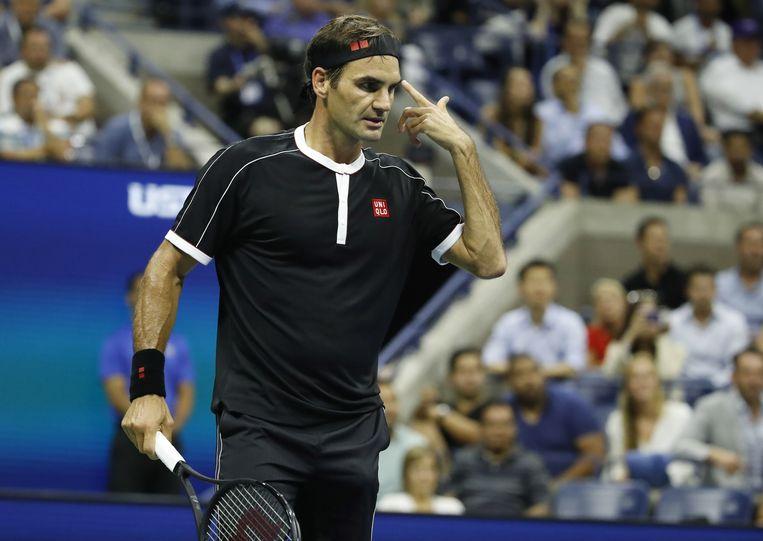 Roger Federer tijdens zijn verloren kwartfinale van de US Open. Beeld EPA