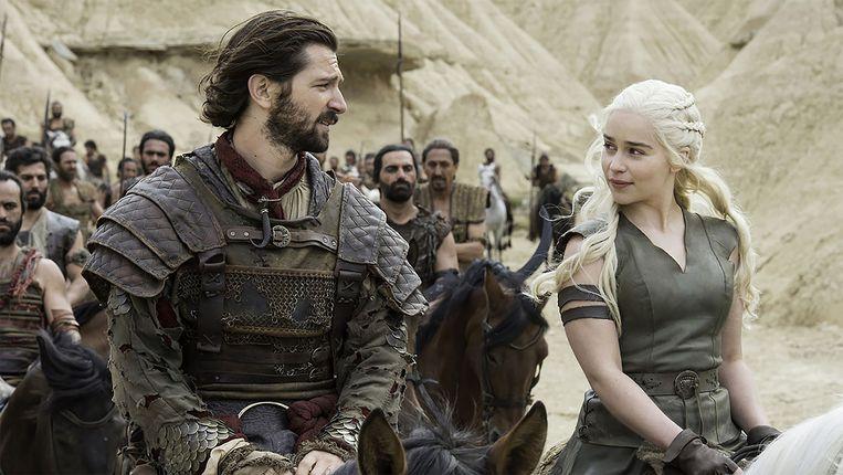 Michiel Huismas (links) en Emilia Clarke (rechts) in Game of Thrones. Beeld