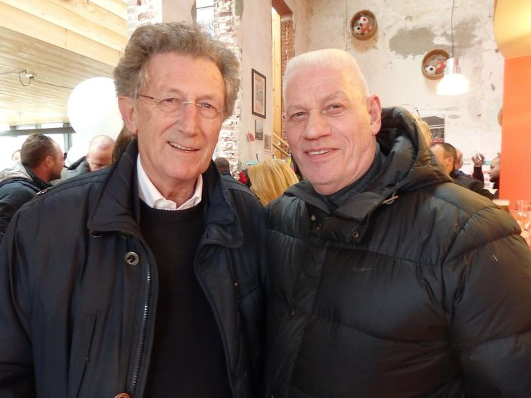Robert Domhof (jarenlang samen met Stuy de ijsbaan op het Leidseplein) en Charlie Jansen, bodyguard van onder meer Frans Bauer en de Toppers. 'Frans help ik ook af en toe.' Beeld Hans van der Beek