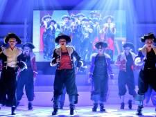 Veertig jaar musicals in één show: De Notenkrakers maken indruk in De Leest