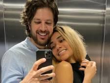 Renze Klamer smoorverliefd op Dhena: 'Blij met jou'